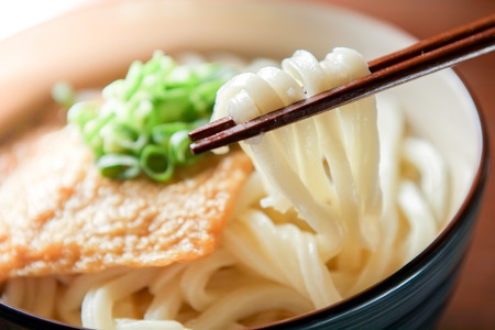 きつねうどん。日本料理。