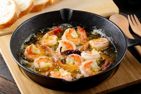 Gambas al ajillo. Spaanse Garlic Garnalen. Stockfoto - 84409700