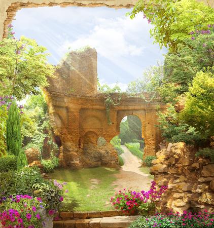 jardines con flores: Arco con vistas a un jardín