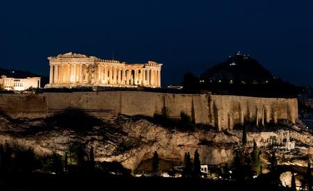 Akropolis von Athen in der Nacht