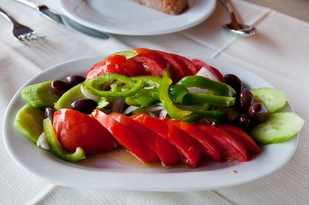 peper: Greek salad with tomato, green peper and olive