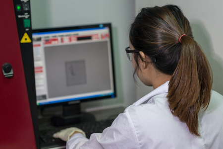 fingerprinting: Female Technician operating gel documentary system in  molecular biology laboratories Stock Photo