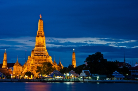Wat Arun, The Temple of Dawn, at twilight, view across river. Bangkok, Thailand photo