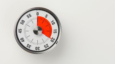 古典的な時計の文字盤と赤い残り時間表示、左 20 分ビンテージ アナログ キッチン タイマー