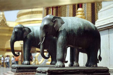 Prachtige olifant beelden sieren het Grand Palace in Bangkok, Thailand