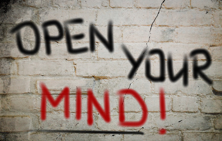 actitud positiva: Open Your Mind palabras en la pared