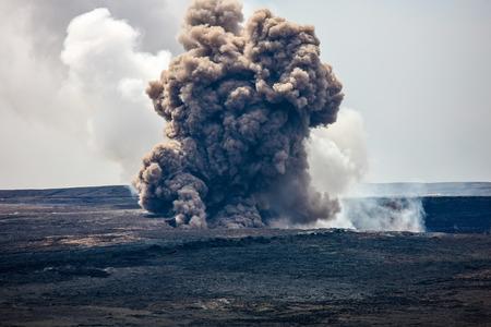 Volcanic Smoke, Kilauea Caldera, Hawaii Фото со стока