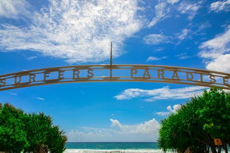 サーファーズ パラダイス ビーチ入り口、ゴールド ・ コースト 写真素材