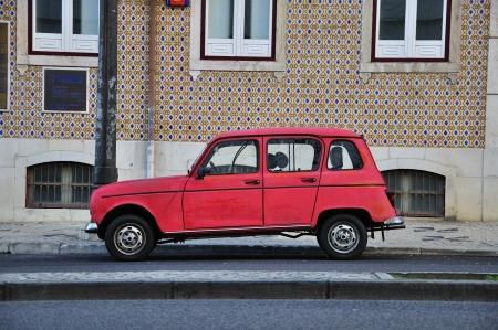 voiture ancienne: vieille voiture au Portugal