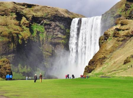 アイスランドの美しいスコウガの滝