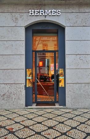 リスボン, ポルトガル - 12 月 27 日: エルメス flagshop 地区の店でリスボン バイロアルト 2013 年 12 月 27 日に。エルメスは、高級フランスのファッショ