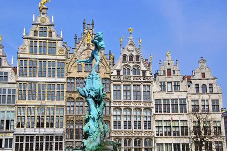 central square: Monumento sulla piazza centrale di Antwerpen, Belgium Archivio Fotografico