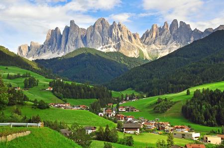 イタリアの風景。フネスの谷、ドロミテ