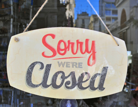 restaurant exterior: Closed sign in the street cafe Stock Photo