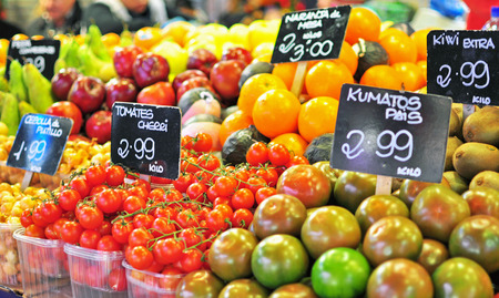 campesino: Frutas en el mercado de alimentos, Barcelona Foto de archivo