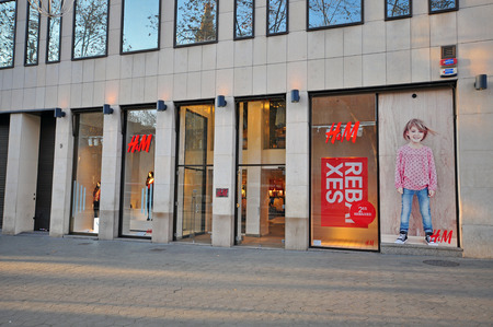 paseo: BARCELONA, SPAIN - JANUARY 17: H&M store in Paseo de Gracia street in Barcelona on January 17, 2015. Barcelona is the capital of Catalonia and second largest city of Spain. Editorial