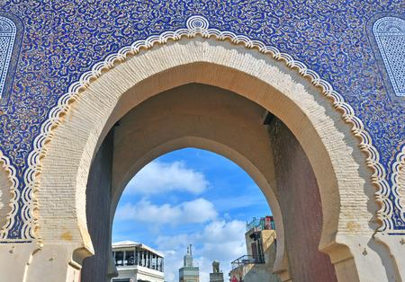 青いゲート、フェズ、モロッコ 写真素材