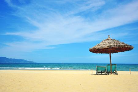 南シナ海、ベトナム ・ ダナン リゾートで日当たりの良い海岸