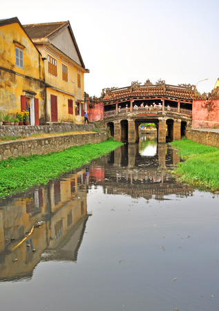 ponte giapponese: Vecchio ponticello giapponese in Hoi An, Vietnam Archivio Fotografico
