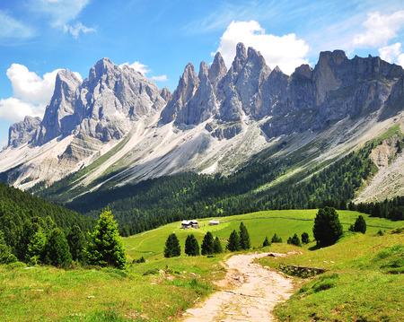 Gewundenen Pfad in den Alpen