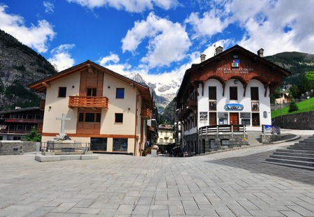 courmayeur: COURMAYEUR, ITALY - JUNE 23: View of the town square in Courmayeur on June 23, 2015. Courmayeur is a resort in Val dAosta located in italian Alps. Editorial