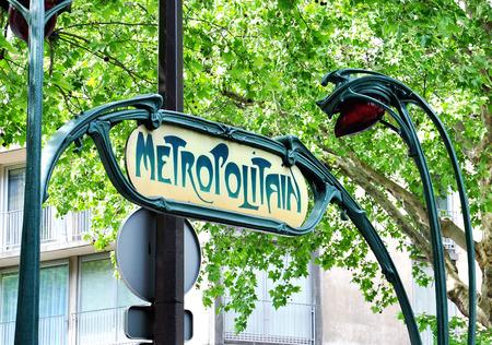 street signs: Paris metro sign