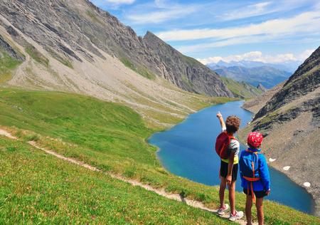 山、バルダオスタ、イタリアでの 2 人の子供