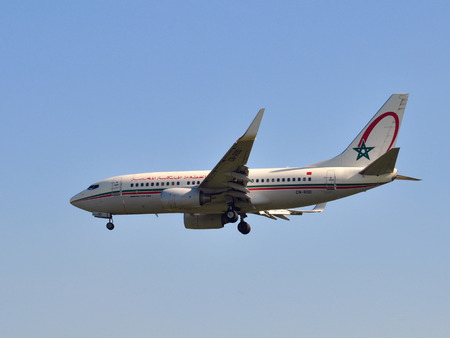 maroc: MOSCOW, RUSSIA - AUGUST 12: Royal Air Maroc Boeing 737 landing to Sheremetevo international airport in Moscow on August 12, 2011. Royal Air Maroc is the Moroccan national carrier.