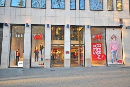 hm: BARCELONA, SPAIN - JANUARY 17: H&M store in Paseo de Gracia street in Barcelona on January 17, 2015. Barcelona is the capital of Catalonia and second largest city of Spain. Editorial