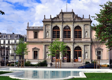 musique: GENEVA, SWITZERLAND - AUGUST 17: Facade of the Music Conservatory in Geneva on August 17, 2015. The Conservatoire de musique is a music school in Geneva, Switzerland
