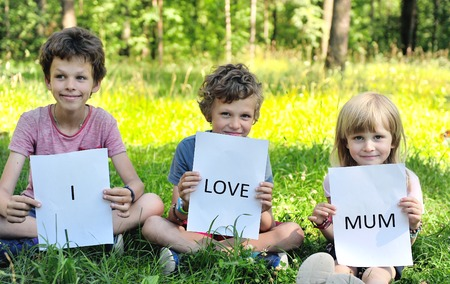 i kids: Kids with a sign I love mum