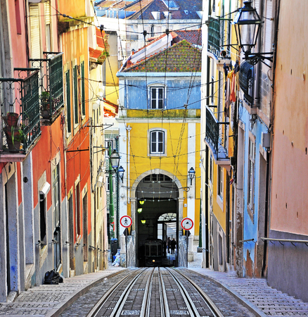 ascensor: The road of the Bica funicular, Lisbon old town, Portugal
