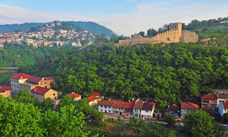 tarnovo: Daybreak in Veliko Tarnovo historical city, Bulgaria