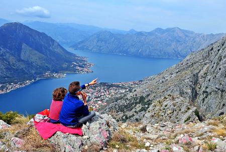 mot: Kids at the mot op the bay of Kotor, Montenegro