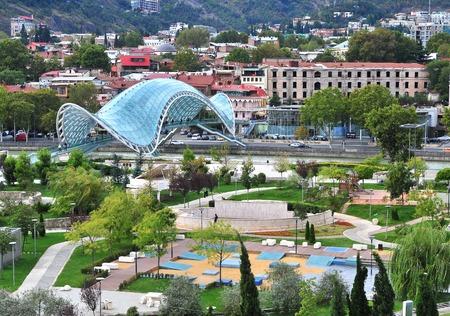 市内中心部とグルジアの首都トビリシの公園 写真素材