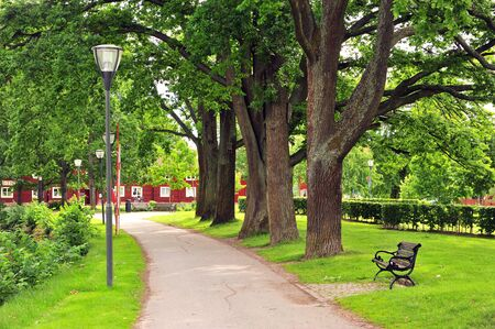 Peaceful path in city park of Orebro on summer, Sweden Stockfoto