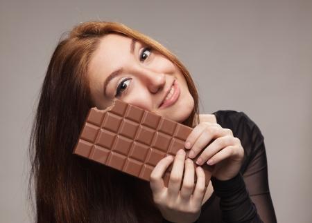 Portrét mladé dívky s velkým čokoládou