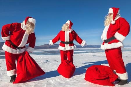 multiple exposure: Incontro dei tre Babbi Natale in esposizione multipla