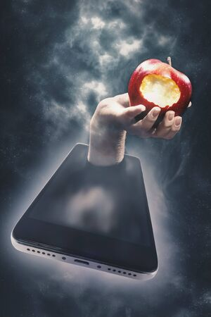 The temptation of knowledge, Internet access. Hand with an apple in a smartphone Banque d'images - 142459369