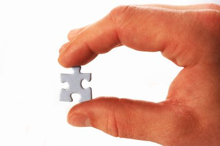 conundrum: puzzle in mano, su bianco