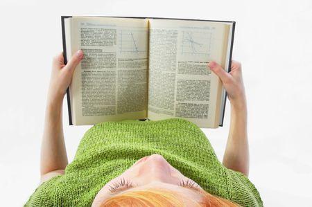 Jeune fille lire le livre blanc sur  Banque d'images