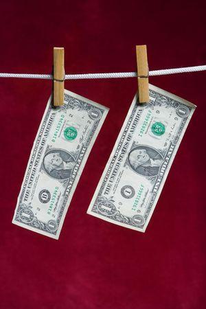 załączyć: dwa Dolar amerykański dołączyć do liny na czerwony spinacz do bielizny Zdjęcie Seryjne