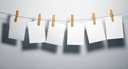 załączyć: Półprodukty na białym papierze liny przywiązują ubrania-peg Zdjęcie Seryjne
