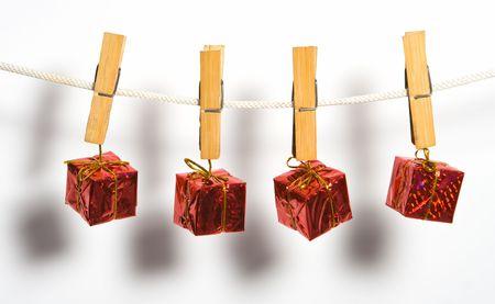 adjuntar: caja de regalo con arco en la cuerda adjuntar ropa vinculaci�n de la moneda