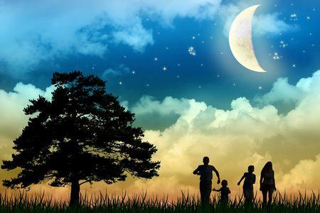 famiglia a piedi campo con albero luna notte