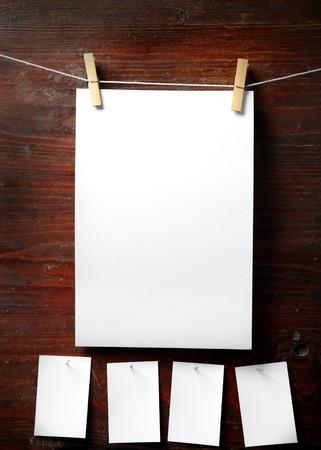 załączyć: Photo Paper dołączyć do liny z ubrań na drewnianych kołków tle