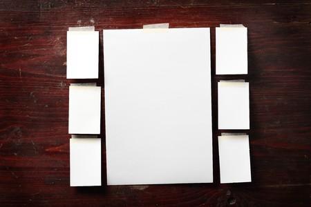 adjuntar: Papel fotogr�fico conceden a fondo de madera vieja Foto de archivo