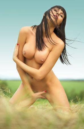 erotico: erotica donna nuda con grande petto outdoor  Archivio Fotografico
