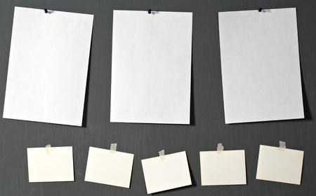załączyć: Papier fotograficzny biaÅ'ego doÅ'Ä…czyć do Å›ciany szary Zdjęcie Seryjne