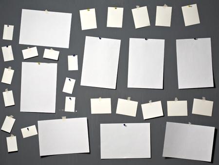 attach?: papel fotogr�fico blanco adjuntar al muro gris